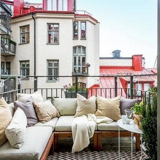 Inspiration för mellanstora minimalistiska balkonger, med utekrukor