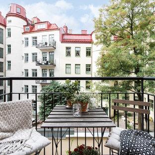 Idéer för skandinaviska balkonger, med räcke i metall