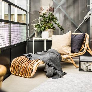 Foto på en minimalistisk balkong, med räcke i metall
