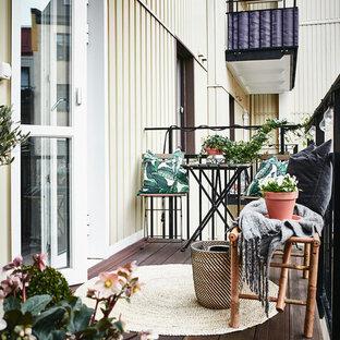 Inspiration för mellanstora nordiska balkonger, med utekrukor