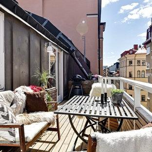 Bild på en mellanstor skandinavisk balkong
