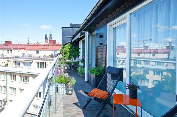 Moderno Balcones by A Home 4U