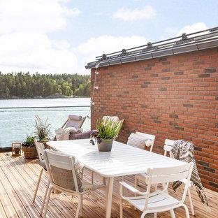 Inspiration för en nordisk balkong, med räcke i glas