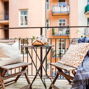 Skandinavisk inredning av en mellanstor balkong