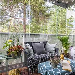 Idéer för små skandinaviska balkonger, med takförlängning och räcke i glas