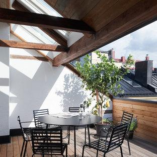 Foto di terrazze e balconi scandinavi di medie dimensioni con un tetto a sbalzo