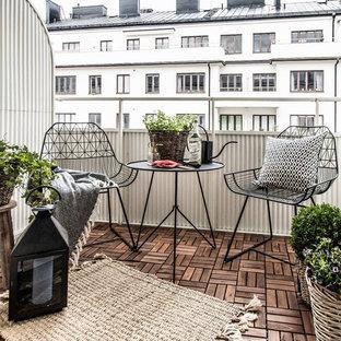 Idee per un balcone scandinavo con parapetto in metallo