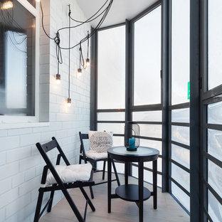 Новые идеи обустройства дома: терраса среднего размера в современном стиле