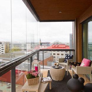 Свежая идея для дизайна: балкон и лоджия в современном стиле с металлическими перилами - отличное фото интерьера