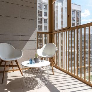 Неиссякаемый источник вдохновения для домашнего уюта: балкон и лоджия в скандинавском стиле с деревянными перилами в квартире