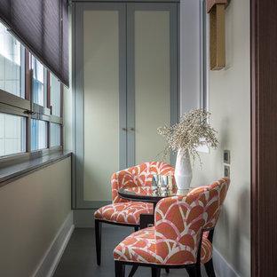 Foto di una piccola veranda tradizionale con nessun camino, soffitto classico e pavimento grigio