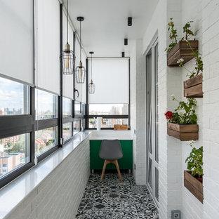 Пример оригинального дизайна интерьера: балкон и лоджия среднего размера в средиземноморском стиле с навесом