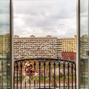 Новые идеи обустройства дома: маленький балкон и лоджия в классическом стиле без защиты от солнца
