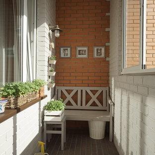 モスクワの中サイズのカントリー風おしゃれなベランダ・バルコニーの写真