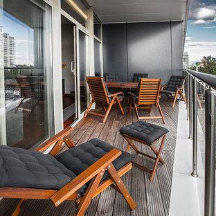На фото: балкон и лоджия в современном стиле с