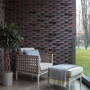 Стильный дизайн: балкон и лоджия в современном стиле с стеклянными перилами и навесом - последний тренд