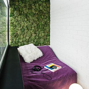Неиссякаемый источник вдохновения для домашнего уюта: маленький балкон и лоджия в современном стиле в квартире