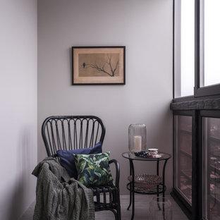 Свежая идея для дизайна: терраса среднего размера в современном стиле с полом из керамогранита, стандартным потолком и бежевым полом без камина - отличное фото интерьера