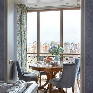 Свежая идея для дизайна: маленький балкон и лоджия в классическом стиле - отличное фото интерьера