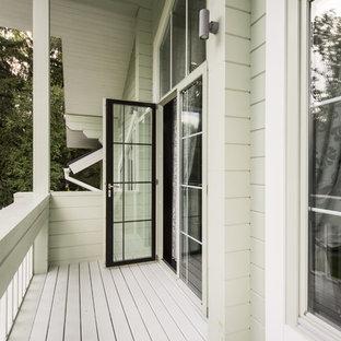 Новые идеи обустройства дома: балкон и лоджия в классическом стиле с навесом