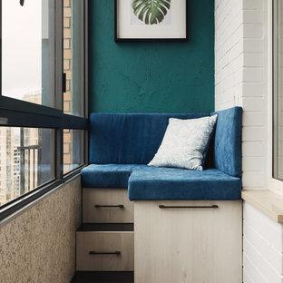 На фото: маленький балкон и лоджия в современном стиле в квартире с