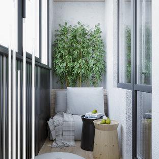 Imagen de balcones actual, pequeño, en anexo de casas, con barandilla de metal y jardín de macetas