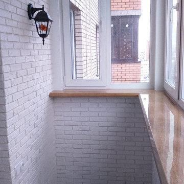 Замена остекления, утепление и отделка балкона декоративным камнем