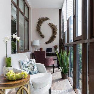 Свежая идея для дизайна: балкон и лоджия в стиле современная классика - отличное фото интерьера