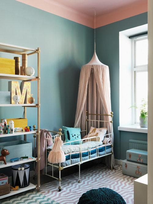chambre d 39 enfant scandinave avec un mur bleu photos et id es d co de chambres d 39 enfant. Black Bedroom Furniture Sets. Home Design Ideas