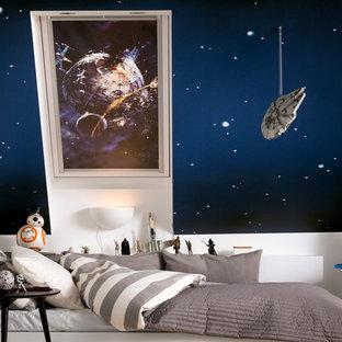 Exempel på ett stort modernt könsneutralt barnrum kombinerat med sovrum och för 4-10-åringar, med blå väggar