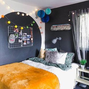 Modelo de dormitorio infantil contemporáneo con paredes azules, moqueta y suelo azul