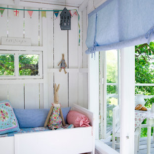 Example of a cottage chic kids' room design in Stockholm