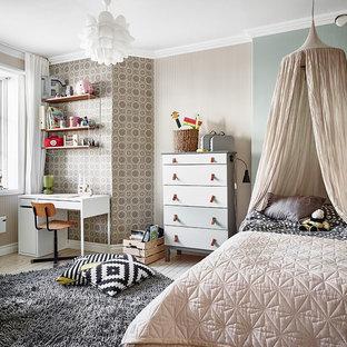 Idéer för eklektiska könsneutrala barnrum kombinerat med sovrum och för 4-10-åringar, med flerfärgade väggar