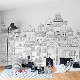 Cette image montre une chambre d'enfant ethnique avec un mur blanc.