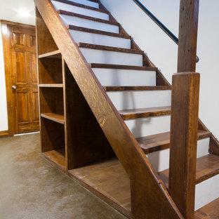 Exemple d'un sous-sol craftsman de taille moyenne et donnant sur l'extérieur avec un mur blanc, béton au sol et aucune cheminée.