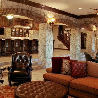 Cette image montre un sous-sol traditionnel donnant sur l'extérieur avec un sol en calcaire, une cheminée standard et un manteau de cheminée en pierre.