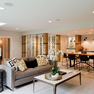 Réalisation d'un grand sous-sol design donnant sur l'extérieur avec un mur blanc, un sol en carrelage de céramique, une cheminée standard et un sol beige.