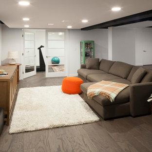 Inspiration pour un sous-sol design donnant sur l'extérieur et de taille moyenne avec un mur blanc, aucune cheminée, un sol en carrelage de porcelaine et un sol marron.