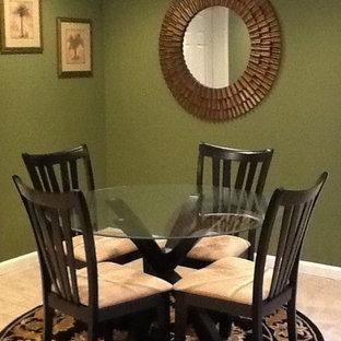Cette photo montre un grand sous-sol chic donnant sur l'extérieur avec un mur vert et un sol en carrelage de céramique.