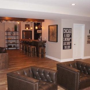 Idée de décoration pour un grand sous-sol chalet semi-enterré avec un mur gris, un sol en carrelage de céramique, une cheminée standard, un manteau de cheminée en bois et un sol multicolore.