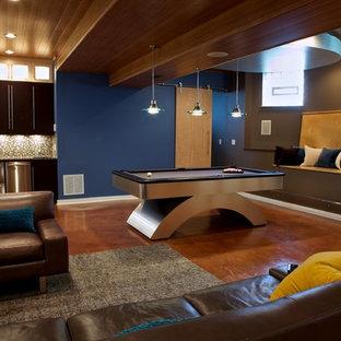 Idée de décoration pour un sous-sol design semi-enterré avec béton au sol et un mur bleu.