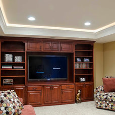 Traditional Basement by Synergy Builders Inc.