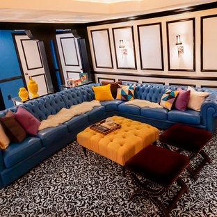 Idées déco pour un sous-sol moderne de taille moyenne avec un mur blanc, moquette, cheminée suspendue, un manteau de cheminée en plâtre et un sol multicolore.