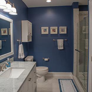 Immagine di una taverna con pareti blu e pavimento in gres porcellanato