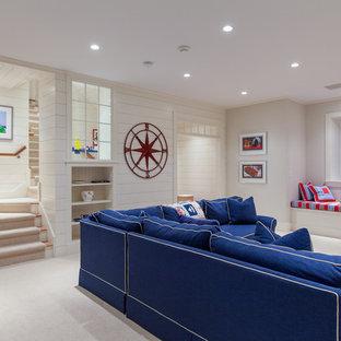 Idées déco pour un grand sous-sol bord de mer semi-enterré avec un mur blanc, moquette et aucune cheminée.