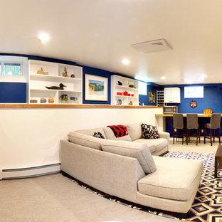Cette image montre un sous-sol traditionnel enterré et de taille moyenne avec un mur bleu, un sol en linoléum et un sol gris.