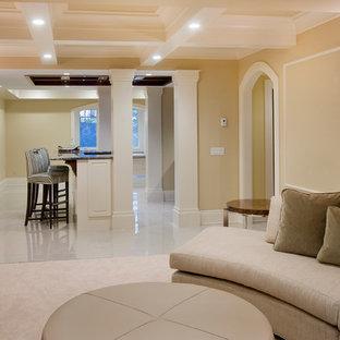 Réalisation d'un grand sous-sol tradition donnant sur l'extérieur avec un mur beige, un sol en marbre et aucune cheminée.