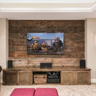 Idée de décoration pour un sous-sol chalet donnant sur l'extérieur et de taille moyenne avec un mur beige, un sol en bois brun, une cheminée double-face, un manteau de cheminée en pierre et un sol marron.