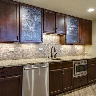 Idées déco pour un très grand sous-sol classique donnant sur l'extérieur avec un mur beige, un sol en vinyl, une cheminée d'angle, un manteau de cheminée en pierre et un sol marron.