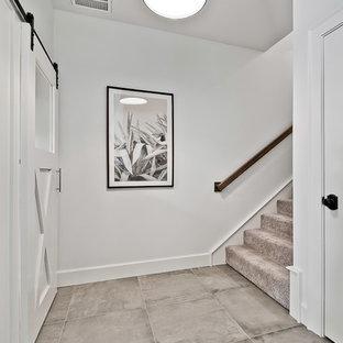 Idées déco pour un grand sous-sol craftsman donnant sur l'extérieur avec un mur blanc, un sol en carrelage de porcelaine et un sol bleu.